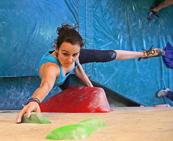 Marta Palou, del Team PRO Climb Around, competint en bloc.