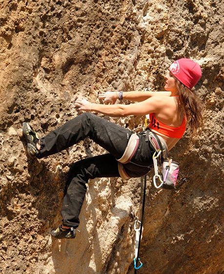 Marta Palou, del Team PRO Climb Around, escalant a Margalef.