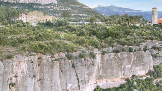 Escalada en Colònia Puig, Montserrat Norte.