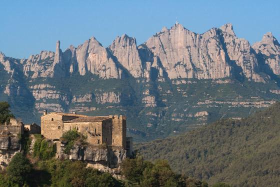 Grandes paredes de escalada de la cara Norte de Montserrat.