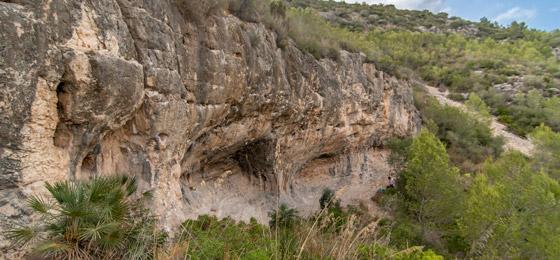Croquis de escalada en Cova d'Olivella (Els Sumidors).