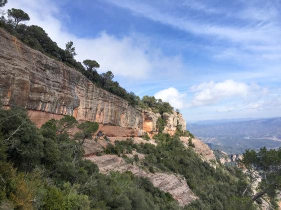 Vías de escalada en la Paret Gran, Sant Llorenç del Munt.