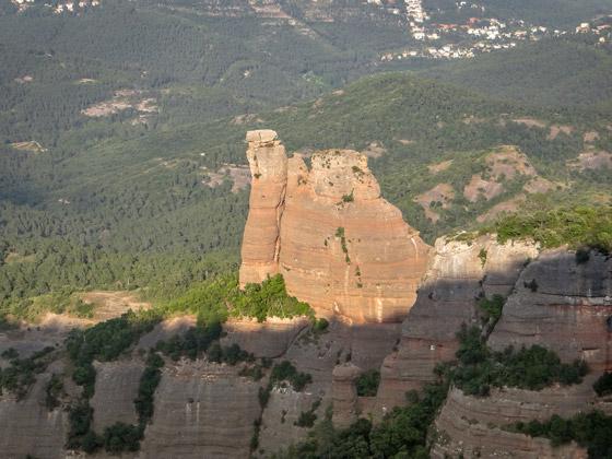 Roca rojiza en Sant Llorenç del Munt.