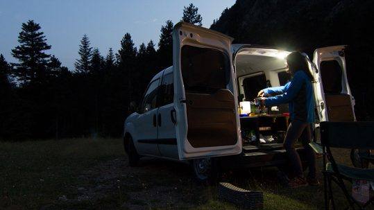 Coche o furgoneta camper.