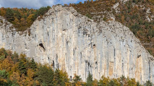 L'espectacular paret del Clot de l'Espasa.