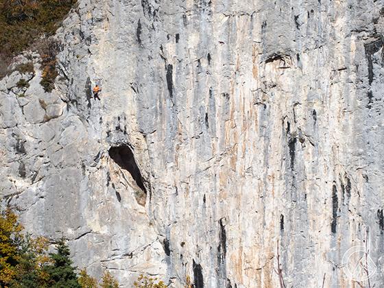 Escalador en la gran pared del Clot de l'Espasa.