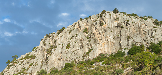 Escalada en Penya Ginesta, con Climb Around.