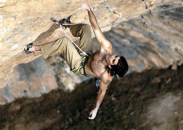 Dani Andrada, gran escalador con muchas FA en la cueva de Santa Linya.
