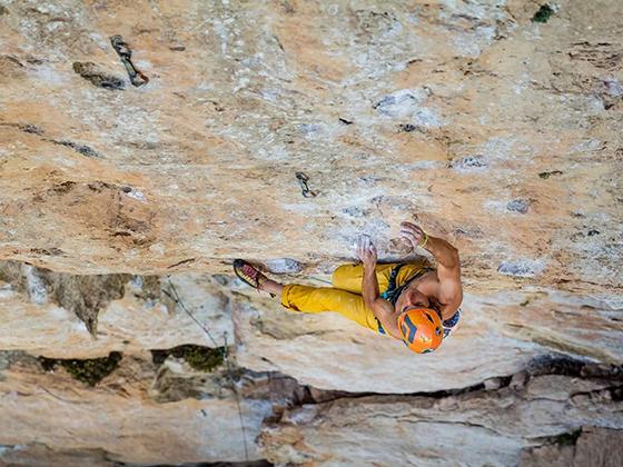 Imagen de un escalador desde una posición superior, por Gerard Artal.