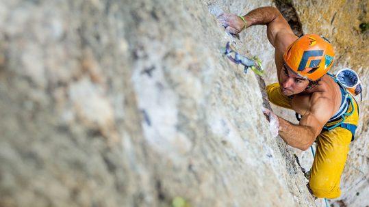 Imagen de Marc Toralles escalando en Siurana, por Gerard Artal.