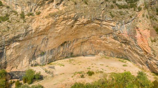 Santa Linya, la gran cueva de escalada con los croquis en Climb Around.
