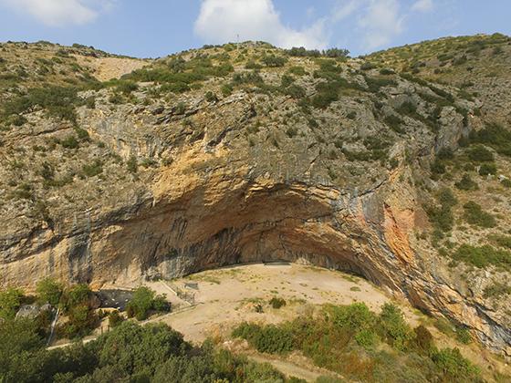 La especacular cueva de Santa Linya, croquis de escalada con Climb Around.