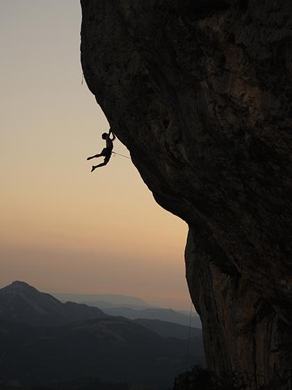 La escalada no sólo nos exige fuerza, sino también técnica y control mental.
