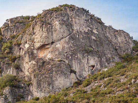 Placa del Sol en Sansuies, croquis de escalada en Climb Around.