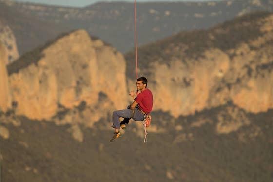 Dan Forgeng escalando en Oliana.