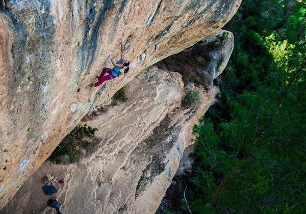Escalada d'alta dificultat a Margalef, Cova Soleiada.