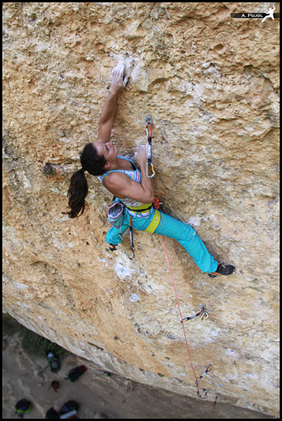 Escalada en Margalef en la Cova Boix.